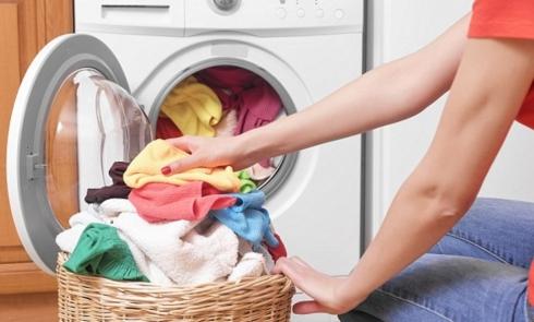 Bảo quản và giặt ủi áo quần đồng phục đúng cách, không phải ai cũng biết